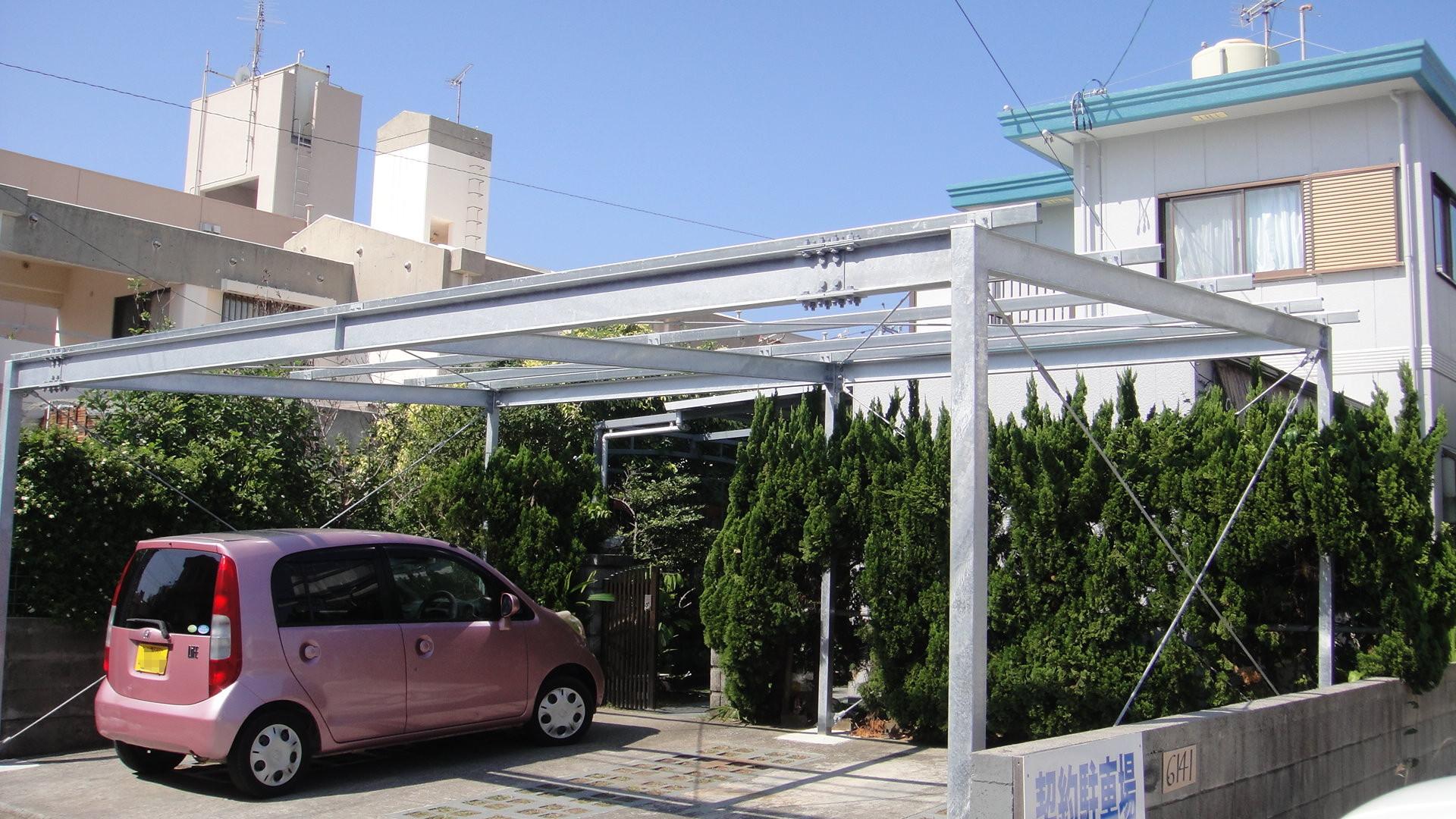 軽量鉄骨材の駐車場屋根