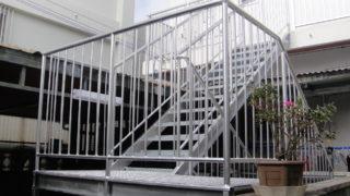 M様邸◎折り返しのスチール製外階段でスペースを有効活用。