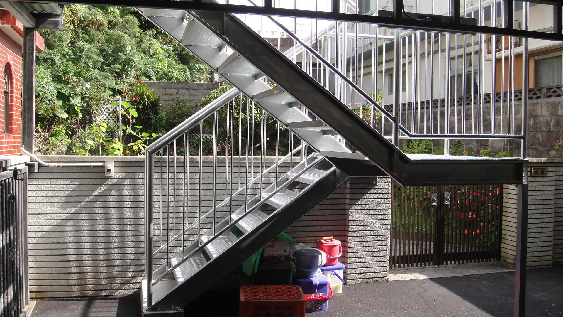 スチール製外階段の折り返し