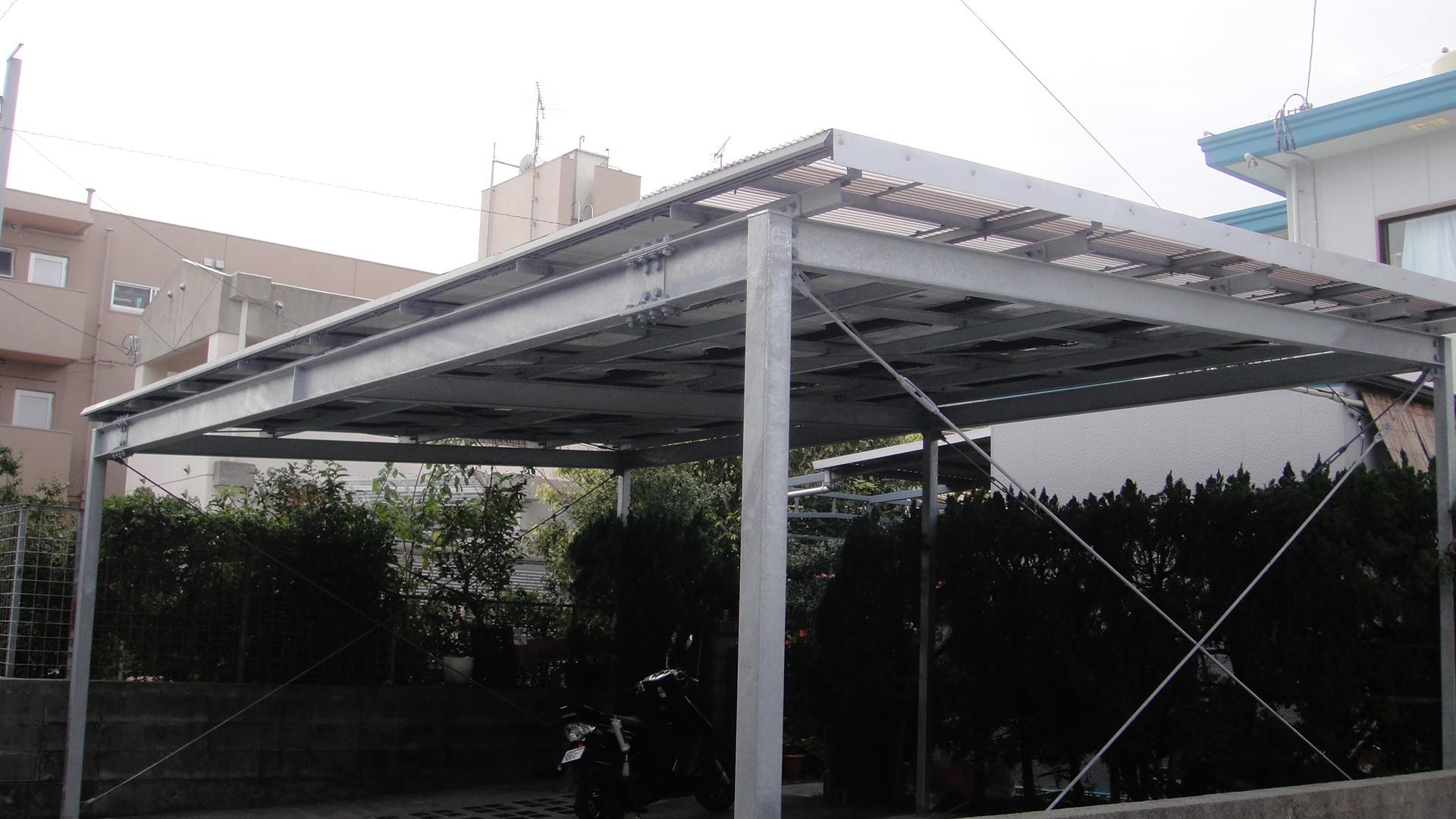 駐車場の屋根にソーラーパネル乗りました