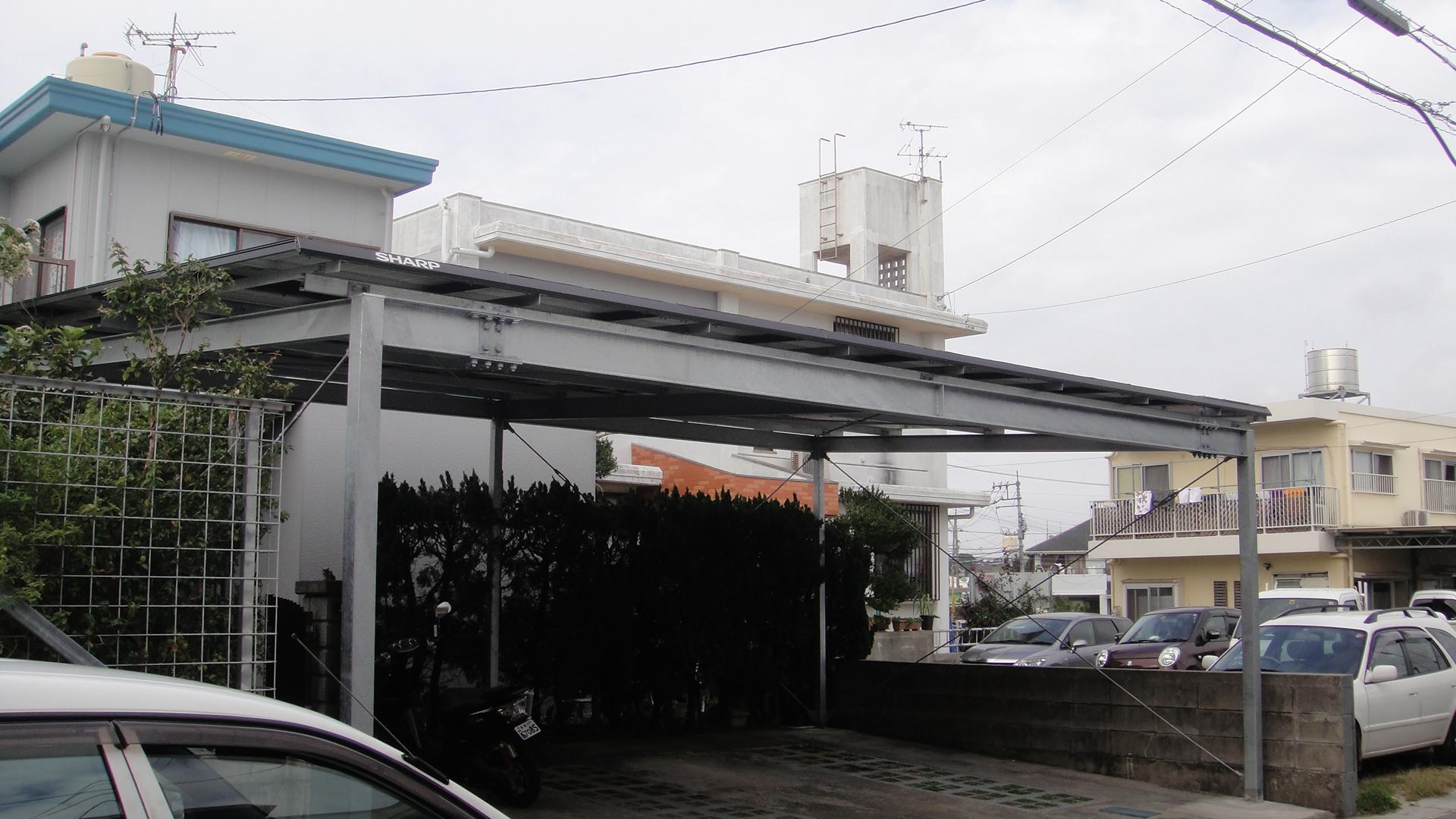 駐車場のソーラーパネルはSHARP