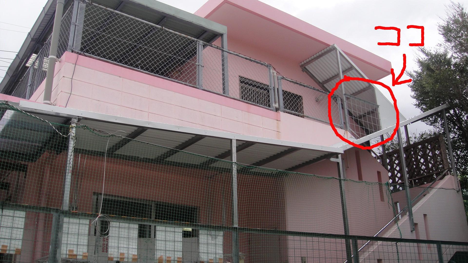 北丘学童 階段部の雨避けのトタンを設置