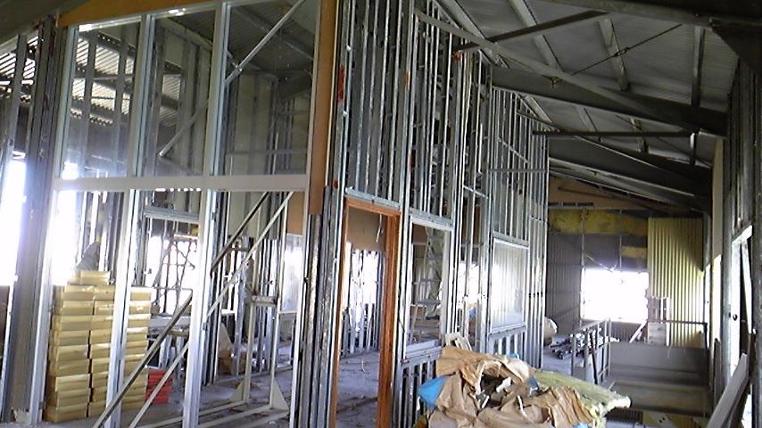 沖縄食糧 工場内装の撤去作業