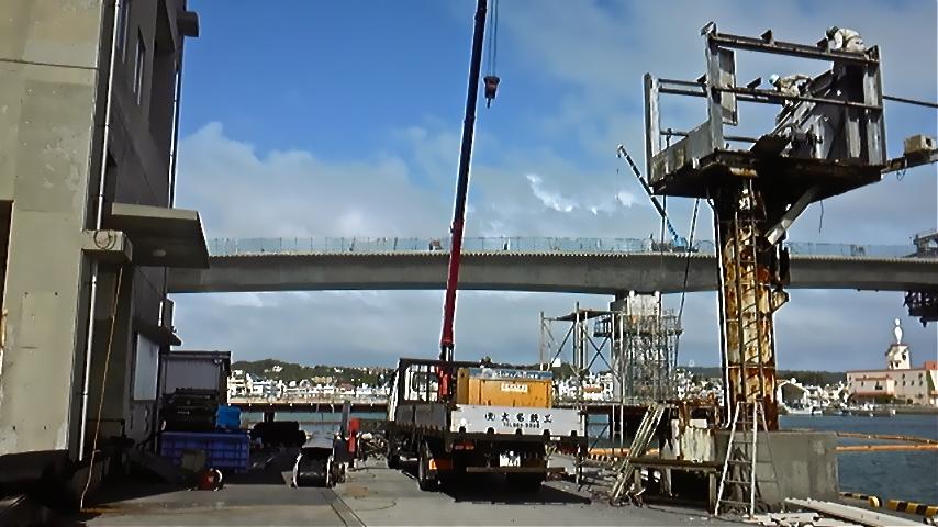 糸満漁港のベルトコンベア撤去