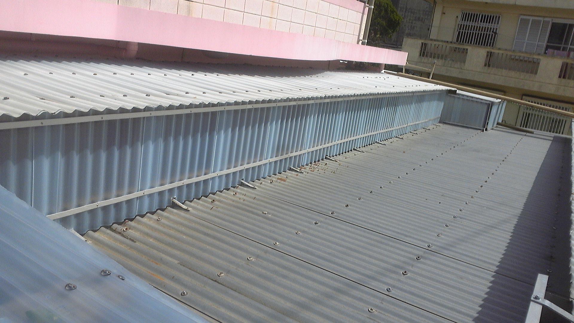 北丘学童のトタン屋根フラットバー補強済