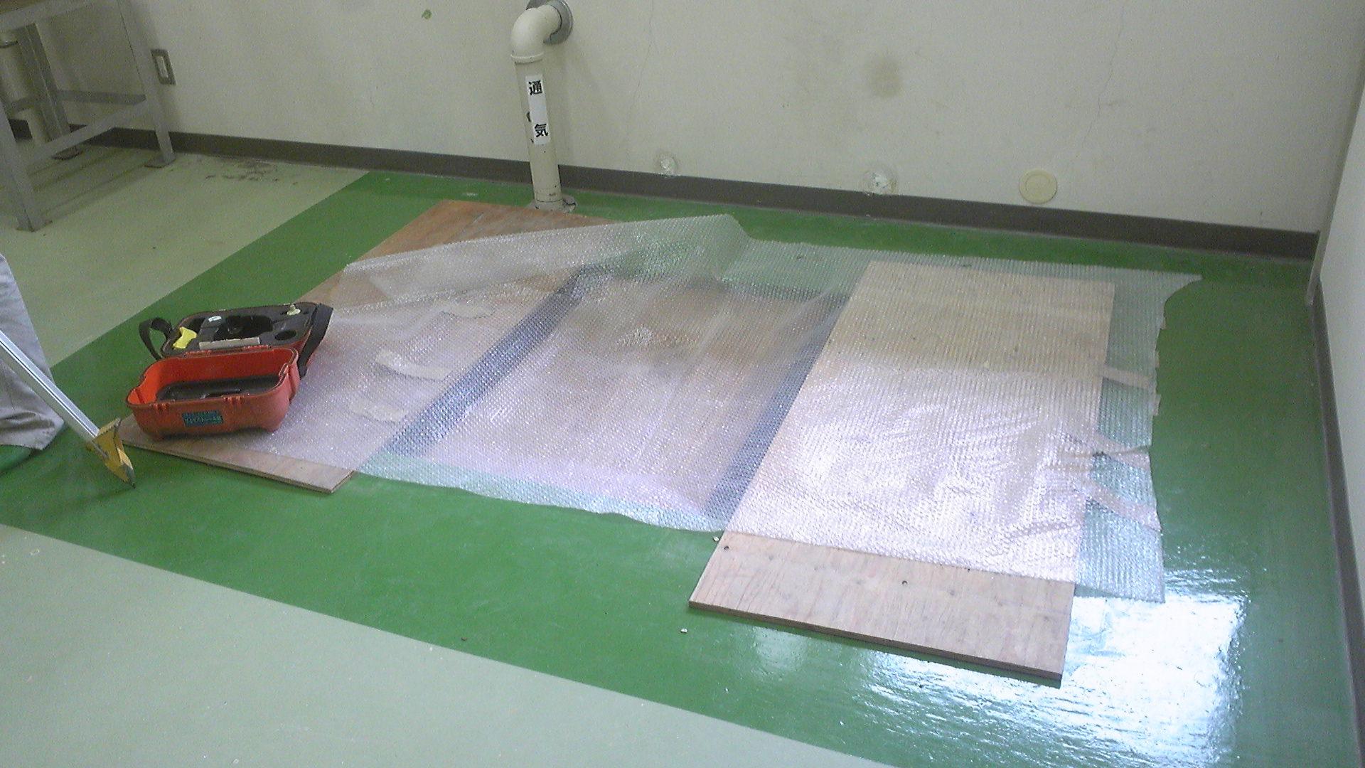 研究所の床 ここにタンクが入る
