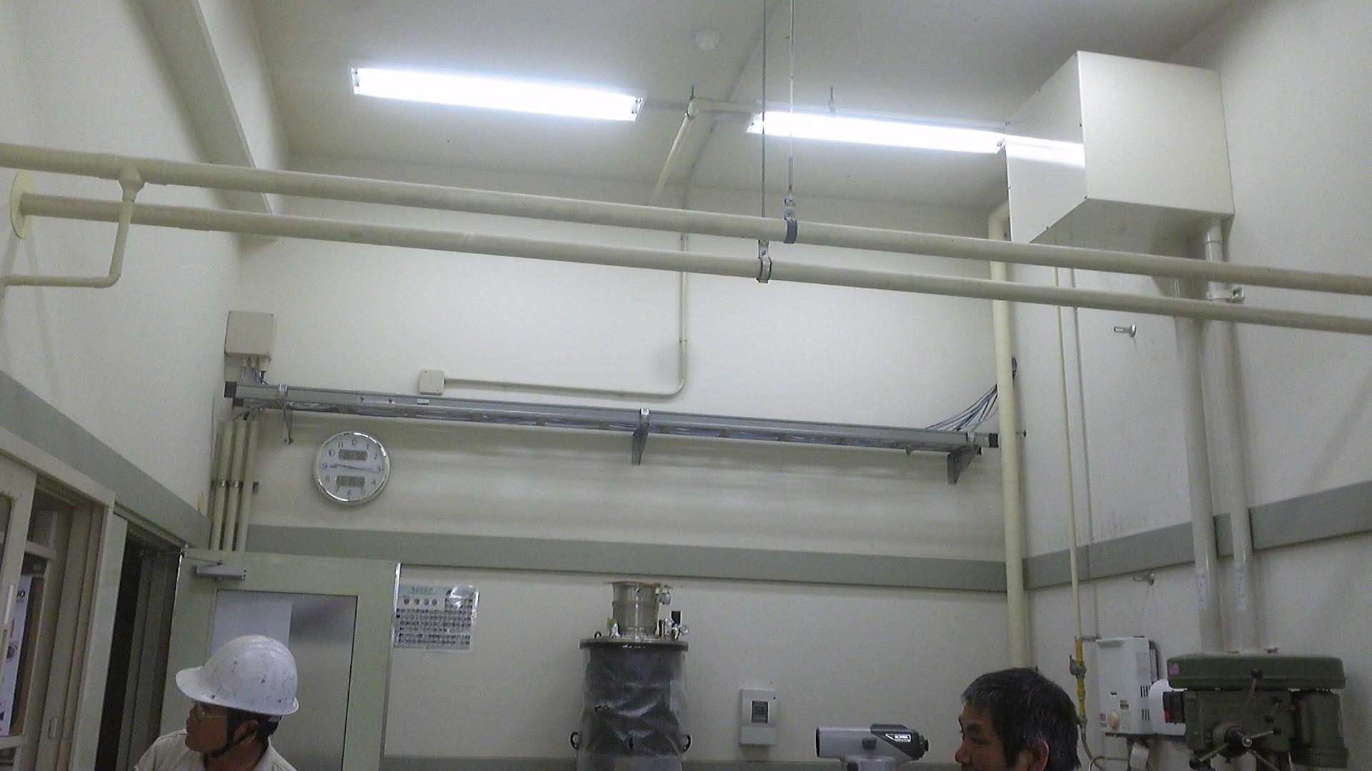 クレーン設置前の研究所内