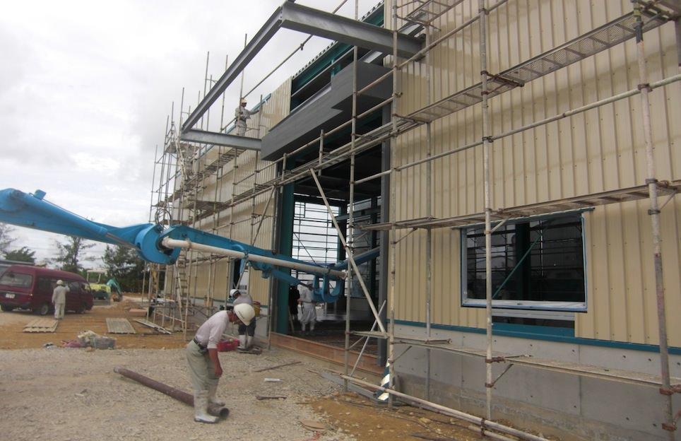 工場内のコンクリート打設
