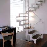 鉄製のおしゃれなスチール室内階段