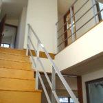 沖縄 屋内階段のおしゃれなスチール手すり